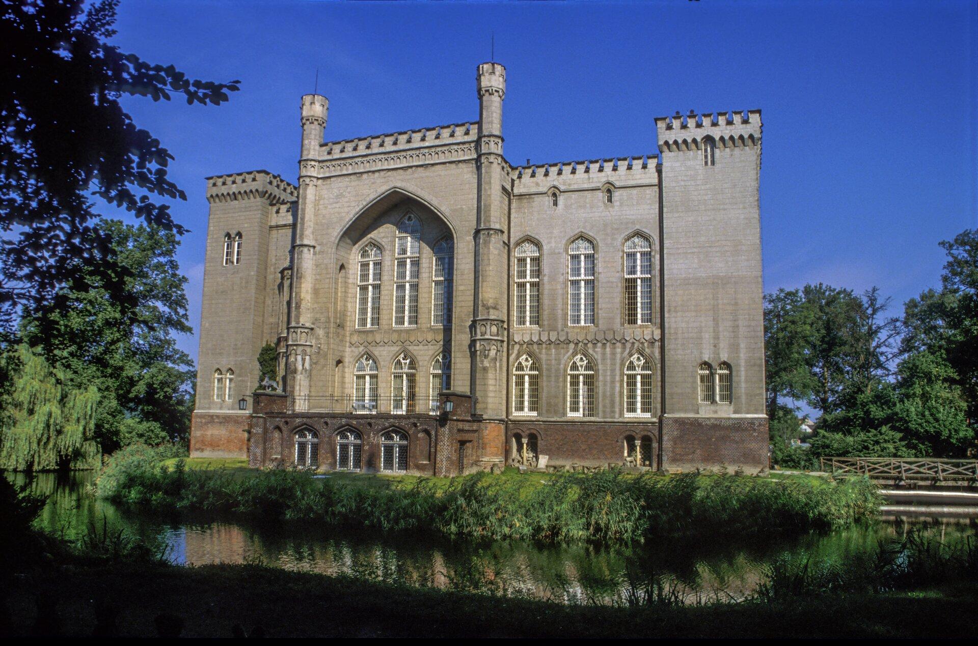 Zamek wKórniku (fasada południowa) 4. Źródło: Jerzy Strzelecki, Zamek wKórniku (fasada południowa), 1846–1861, fotografia barwna, licencja: CC BY-SA 3.0.