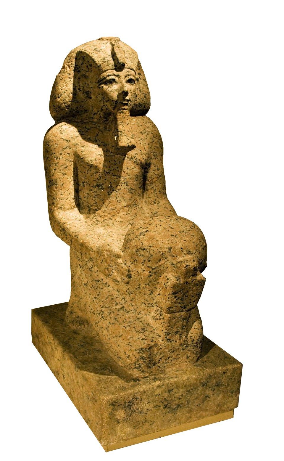 Posąg Hatszepsut, przechowywany obecnie wNowym Muzeum wBerlinie Posąg Hatszepsut, przechowywany obecnie wNowym Muzeum wBerlinie Źródło: domena publiczna.