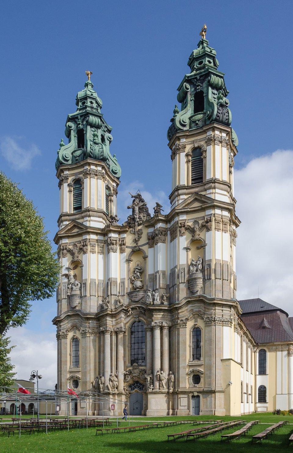 KościółwKrzeszowie na Dolnym Śląsku. KościółwKrzeszowie na Dolnym Śląsku. Źródło: Jacek Halicki, Wikimedia Commons, licencja: CC BY-SA 3.0.