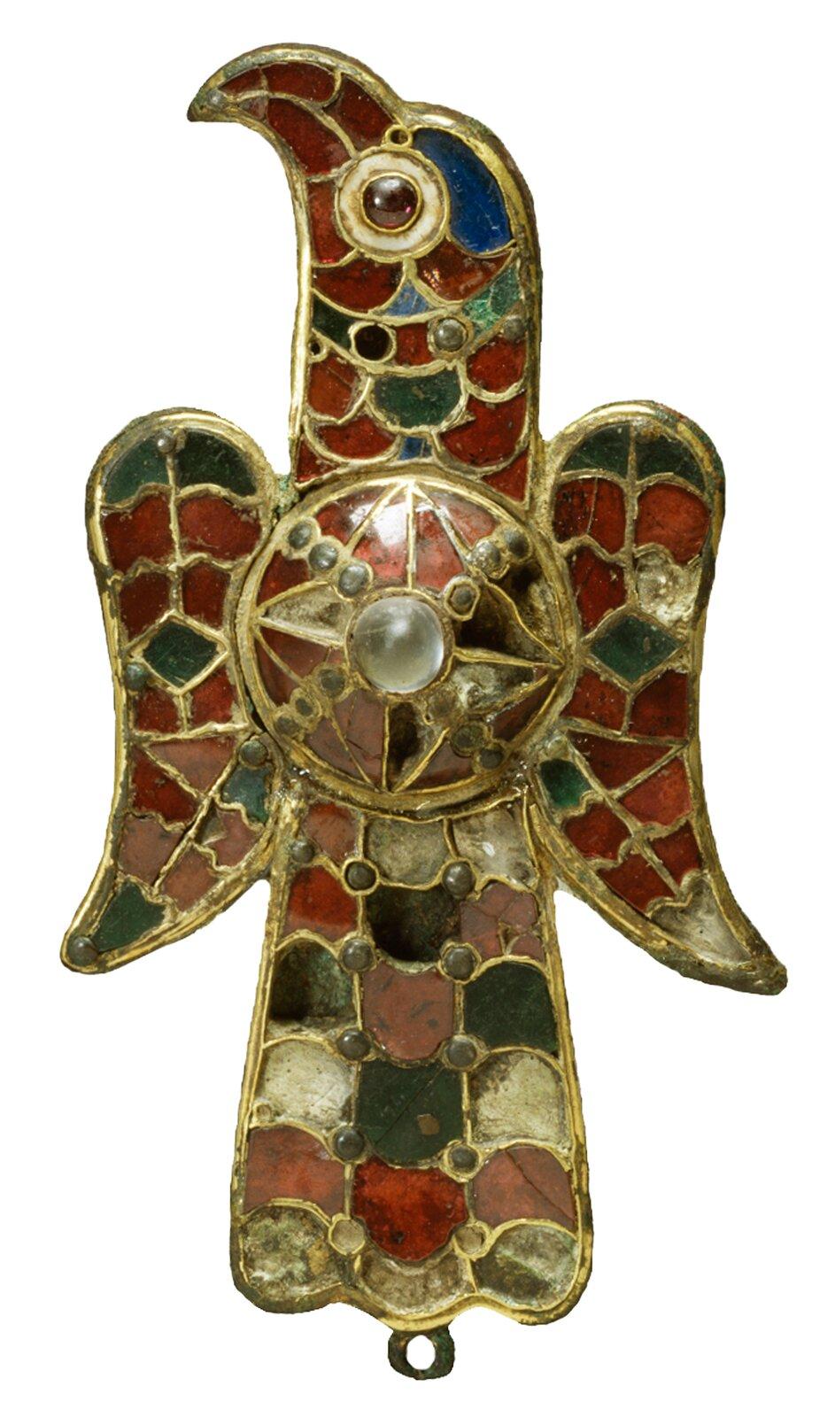Ozdobna zapinka do szat używana przez Gotów Ozdobna zapinka do szat używana przez Gotów Źródło: Luis García, Wikimedia Commons, licencja: CC BY-SA 3.0.
