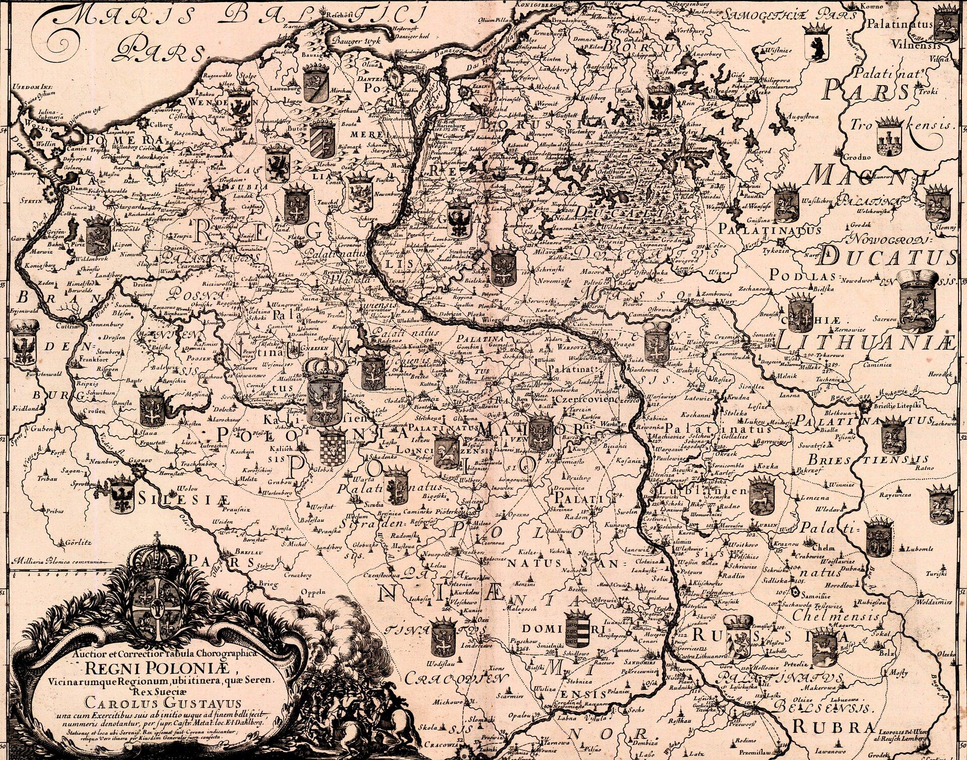 Mapa Polski zXVII wieku przedstawiająca zasięg działań szwedzkich na ziemiach polskich wczasie potopu. Tarczami herbowymi zkoroną zostały oznaczone miejsca pobytu Karola Gustawa.