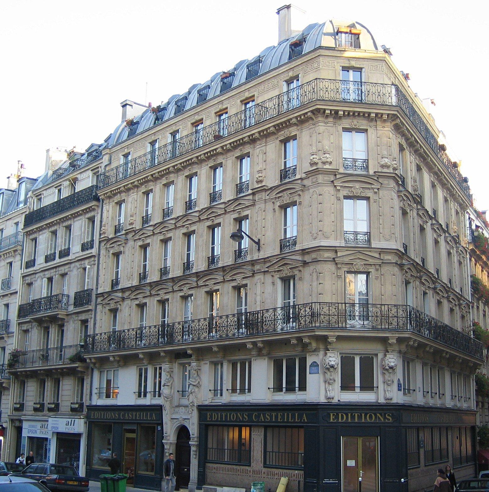 Przykład architektury Haussmanna Źródło: Thierry Bézecourt, Przykład architektury Haussmanna, 2005, licencja: CC BY-SA 3.0.