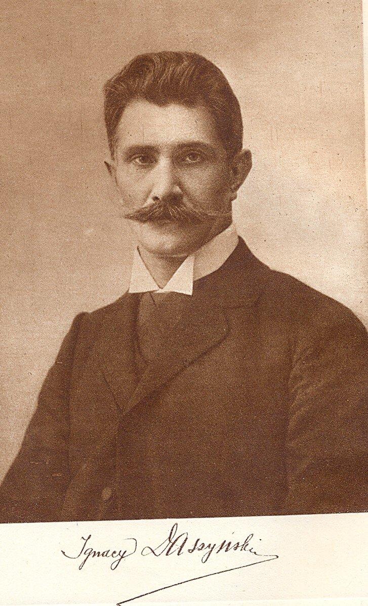 Ignacy Daszyński (1866 - 1936 ) – polski polityk socjalistyczny, premier rządu lubelskiego, współzałożyciel PPSD, później PPS, jeden zinicjatorów powstania Centrolewu. Wczasie przewrotu majowego w1926 poparł Józefa Piłsudskiego, później jednak przeszedł do opozycji. Marszałek Sejmu wlatach 1928–1930 Ignacy Daszyński (1866 - 1936 ) – polski polityk socjalistyczny, premier rządu lubelskiego, współzałożyciel PPSD, później PPS, jeden zinicjatorów powstania Centrolewu. Wczasie przewrotu majowego w1926 poparł Józefa Piłsudskiego, później jednak przeszedł do opozycji. Marszałek Sejmu wlatach 1928–1930 Źródło: domena publiczna.