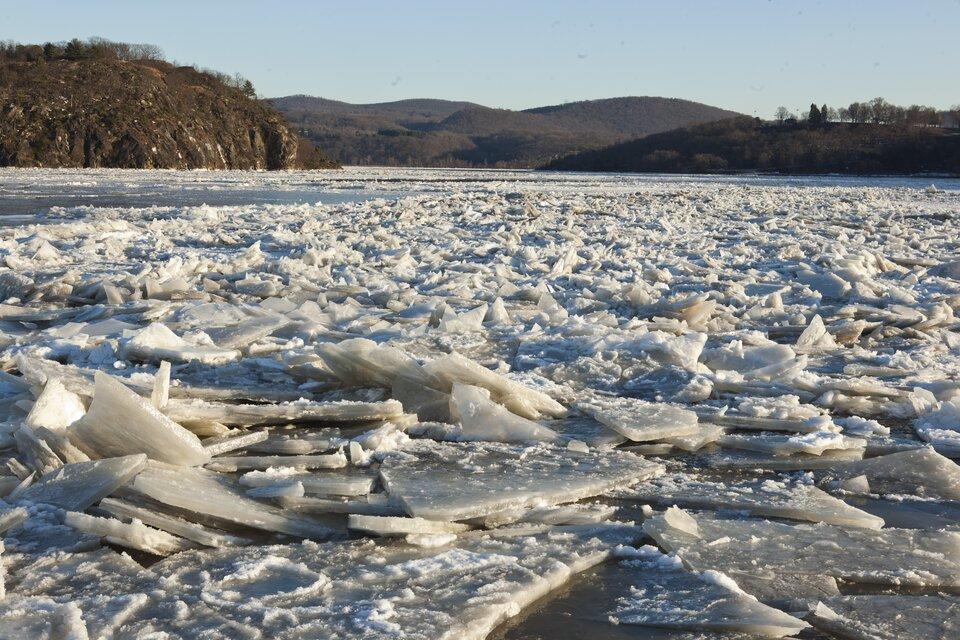 Rzeka pokryta lodem