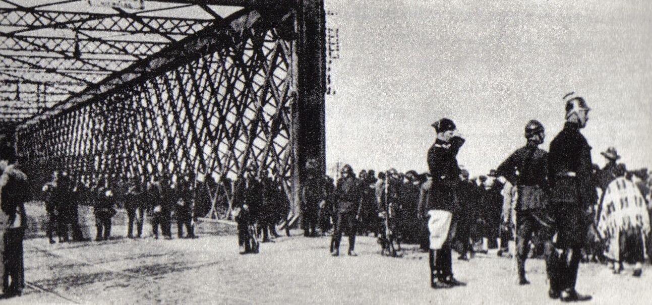 Most Kierbedzia podczaszamachu Most Kierbedzia podczaszamachu Źródło: domena publiczna.