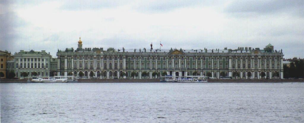 Fasada od strony rzeki Newy Pałacu Zimowego wnowej stolicy carskiej Petersburgu. Fasada od strony rzeki Newy Pałacu Zimowego wnowej stolicy carskiej Petersburgu. Źródło: Wikimedia Commons, licencja: CC BY-SA 1.0.
