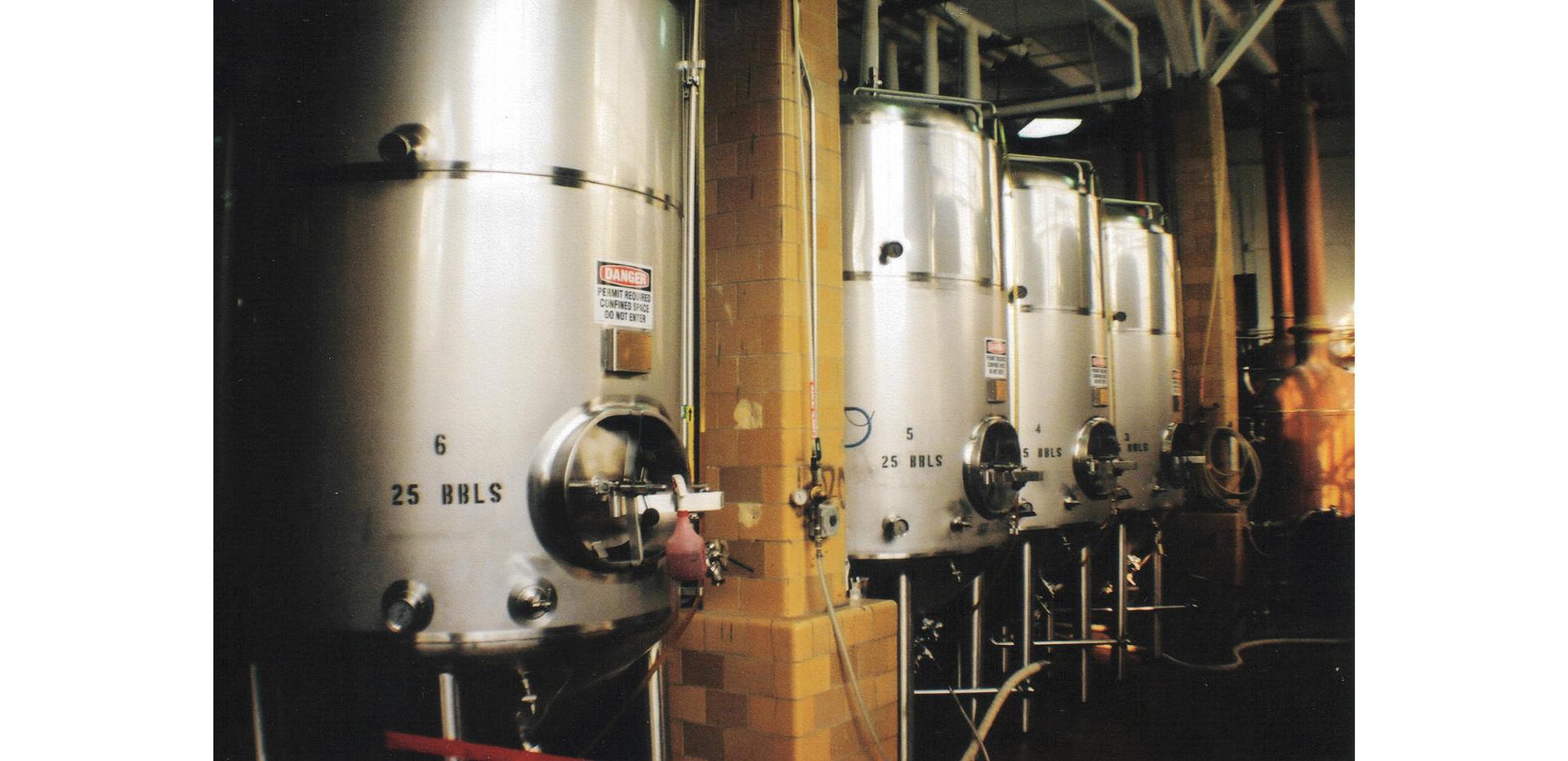 Ilustracja przedstawia komory fermantacyjne.