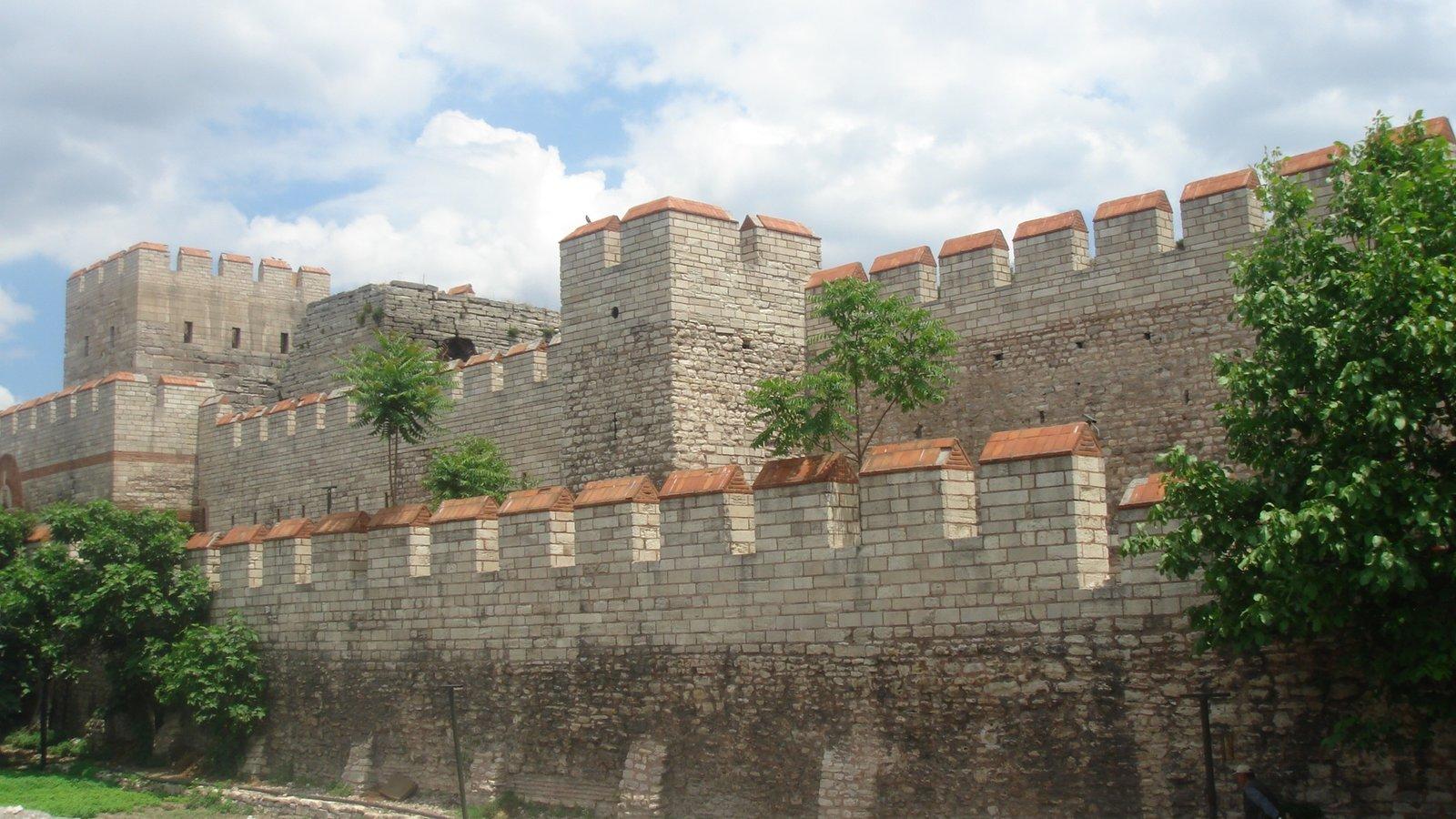Tak zwane mury Konstantyna Źródło: Bigdaddy1204, Tak zwane mury Konstantyna, licencja: CC BY-SA 3.0.