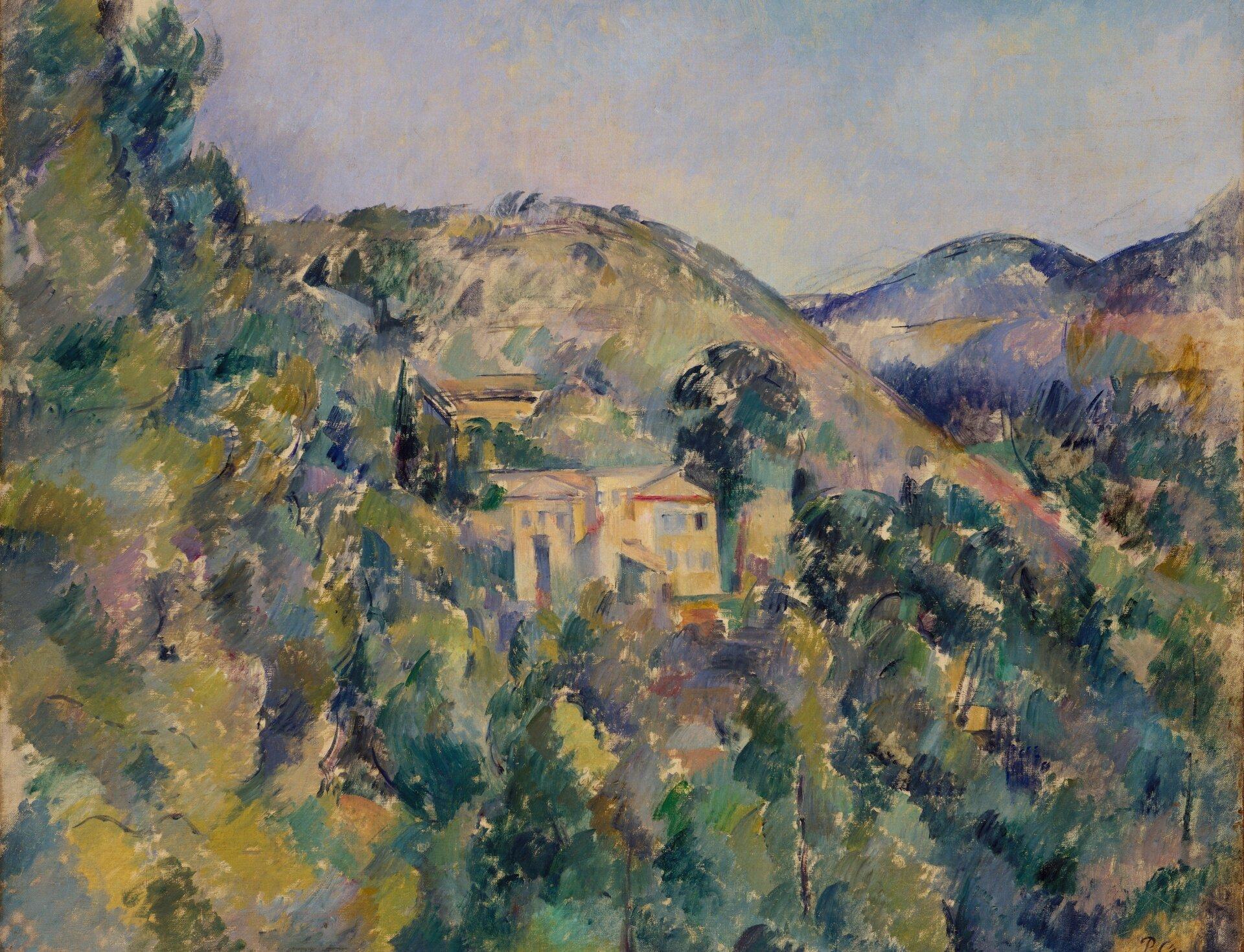 """Ilustracja przedstawia dzieło Paula Cézanne'a """"Widok posiadłości świętego Józefa"""". Obraz ukazuje krajobraz górski zgęstymi lasami. Pośród drzew znajdują się zabudowania. Za nimi rozciągają się pasma gór. Niebo jest pogodne, namalowane wodcieniach błękitu, żółcienia ijasnego fioletu."""