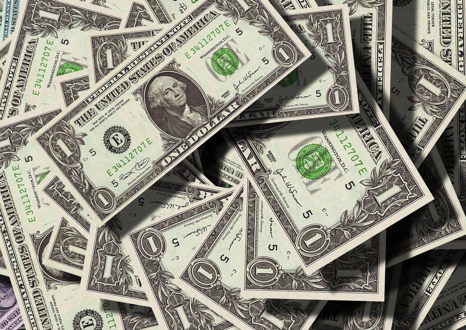 Dolar amerykański pozostaje wdalszym ciągu jedną zgłównych walut światowych Źródło: pixabay, Dolar amerykański pozostaje wdalszym ciągu jedną zgłównych walut światowych, licencja: CC 0.