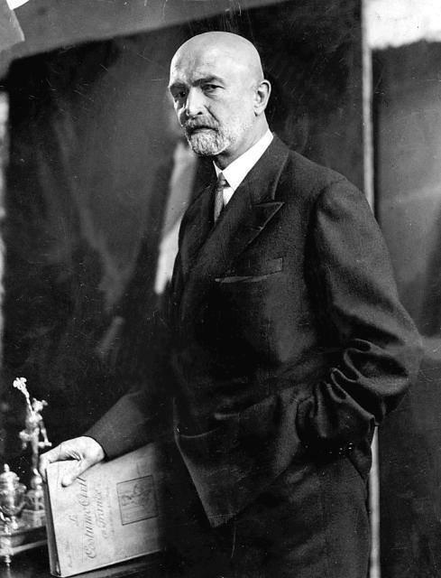 Walery Sławek (1879–1939) – bliski współpracownik Piłsudskiego. Początkowo wPPS, potem wLegionach iPOW. Parokrotny premier wokresie rządów sanacji. Założyciel iprezes BBWR. W1939 roku popełnił samobójstwo Źródło: Walery Sławek (1879–1939) – bliski współpracownik Piłsudskiego. Początkowo wPPS, potem wLegionach iPOW. Parokrotny premier wokresie rządów sanacji. Założyciel iprezes BBWR. W1939 roku popełnił samobójstwo, domena publiczna.