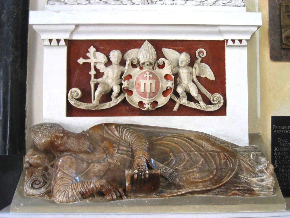 Nagrobek prymasa Jakuba Uchańskiego wkatedrze wŁowiczu.Jan Michałowicz zUrzędowa był twórcą szeregu nagrobków. Wlatach 1580-1583 wkolegiacie łowickiej wyrzeźbił nagrobek dla prymasa Jakuba Uchańskiego. Do innych jego znanych dzieł należy nagrobek Urszuli zMaciejowskich Leżeńskiej wfarze wBrzezinach, wzniesiony wlatach 1563-1568. Nagrobek prymasa Jakuba Uchańskiego wkatedrze wŁowiczu.Jan Michałowicz zUrzędowa był twórcą szeregu nagrobków. Wlatach 1580-1583 wkolegiacie łowickiej wyrzeźbił nagrobek dla prymasa Jakuba Uchańskiego. Do innych jego znanych dzieł należy nagrobek Urszuli zMaciejowskich Leżeńskiej wfarze wBrzezinach, wzniesiony wlatach 1563-1568. Źródło: Wikimedia Commons, licencja: CC BY-SA 3.0.
