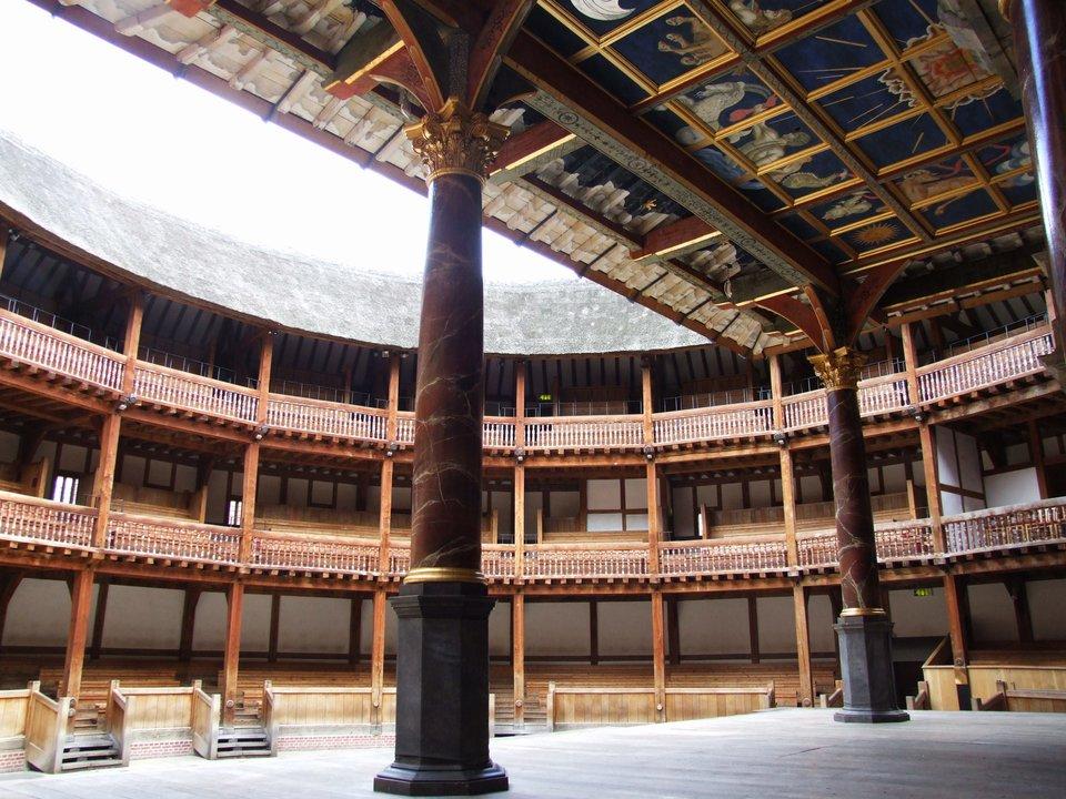 Wnętrze Globe Theatre wLondynie Wnętrze Globe Theatre wLondynie Źródło: Tohma, Wikimedia Commons, licencja: CC BY-SA 4.0.