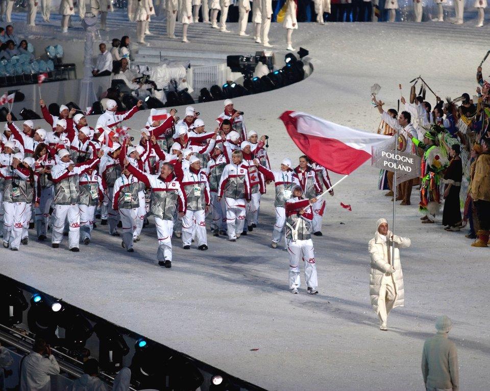 Reprezentacja Polskipodczas ceremonii otwarciaZimowych Igrzysk OlimpijskichwVancouver Reprezentacja Polskipodczas ceremonii otwarciaZimowych Igrzysk OlimpijskichwVancouver Źródło: Jude Freeman, licencja: CC BY 2.0.