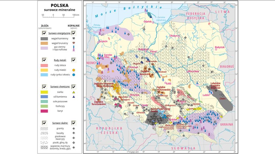Ilustracja przedstawia mapę Polski. Oznaczono iopisano główne miasta. Na mapie kolorami przedstawiono złoża surowców energetycznych, rud metali, surowców chemicznych isurowców skalnych, aza pomocą sygnatur przedstawiono miejsca wydobycia poszczególnych surowców. Każdy rodzaj surowców przedstawiony jest na innej warstwie, które można dowolnie wyłączać. Opisano nazwy okręgów przemysłowych: Górnośląski Okręg Przemysłowy, Legnicko-Głogowski Okręg Miedziowy, Zagłębie Bełchatowskie, Zagłębie Konińskie, Zagłębie Turoszowskie, Lubelskie Zagłębie Węglowe. Na poszczególnych warstwach informacyjnych przedstawiono: warstwa pierwsza – surowce energetyczne: węgiel kamienny, węgiel brunatny, gaz ziemny iropa naftowa; warstwa druga – rudy metali: rudy żelaza, rudy miedzi, rudy cynku iołowiu; warstwa trzecia – surowce chemiczne: siarka, sól kamienna, sole potasowe, fosforyty, baryt. warstwa czwarta – surowce skalne: granity, bazalty, piaskowce, piaski, gliny, iły, wapienie marmury, dolomity, kreda, gips. Występowanie iwydobycie większości surowców skupione jest wpołudniowej oraz zachodniej części Polski. Wśrodkowej części Polski przeważają złoża surowców skalnych, głównie piasku. Po lewej stronie mapy wlegendzie opisano znaki użyte na mapie.