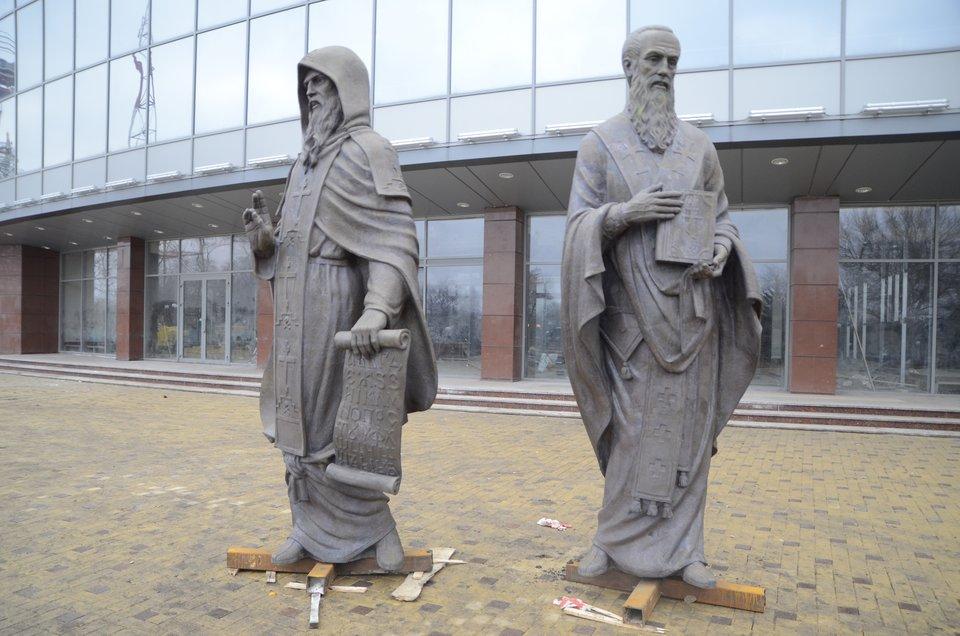 Pomnik św.św. Cyryla iMetodego wDoniecku, 2011 Źródło: Andrew Butko, Pomnik św.św. Cyryla iMetodego wDoniecku, 2011, licencja: CC BY-SA 3.0.