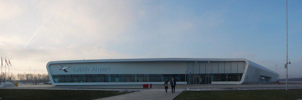Na zdjęciu nowoczesny budynek Portu Lotniczego Lublin wŚwidniku.