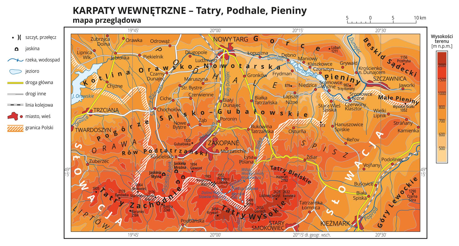 Ilustracja przedstawia mapę przeglądową Karpat Wewnętrznych – Tatr, Podhala iPienin.Na mapie szarymi liniami przedstawiono poziomice, kolorami od jasnopomarańczowego do czerwonego przedstawiono wysokości nad poziom morza (od pięciuset metrów do ponad dwóch tysięcy metrów nad poziomem morza). Czarną kropką przedstawiono szczyty iopisano ich nazwy oraz wysokości. Oznaczono iopisano również przełęcze ijaskinie. Na mapie przedstawiono iopisano rzeki ijeziora. Białą kreskowaną wstążką przedstawiono granicę Polski. Oznaczono miasta iwsie iopisano je oraz opisano nazwy państw sąsiadujących.Żółtymi liniami oznaczono główne drogi, białymi liniami oznaczono drogi inne, aliniami kreskowanymi oznaczono linie kolejowe.Dookoła mapy wbiałej ramce opisano współrzędne geograficzne co piętnaście minut. Po lewej stronie mapy objaśniono znaki użyte na mapie, apo prawej stronie mapy objaśniono barwy hipsometryczne: od jasnopomarańczowej – pięćset metrów nad poziomem morza do ciemnoczerwonej – powyżej dwóch tysięcy metrów nad poziomem morza.