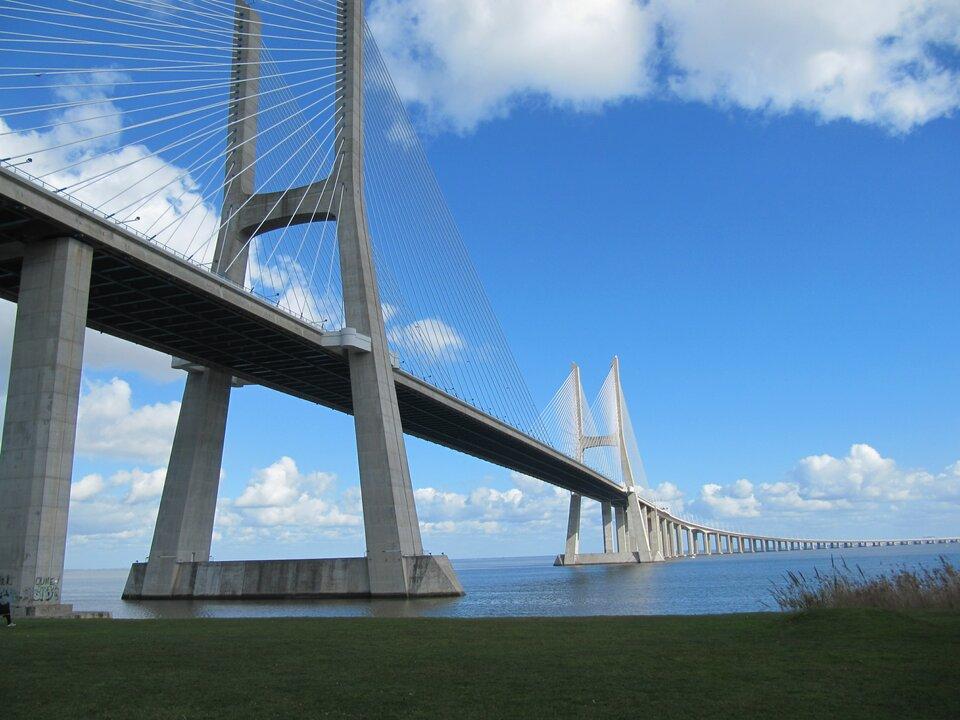 Most Vasco da Gamma wLizbonie jest spektakularnym przykładem wykorzystania betonu we współczesnym budownictwie