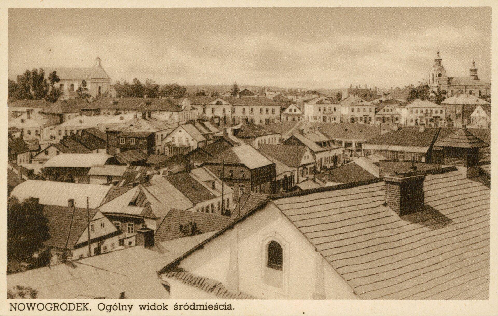 Nowogródek. Ogólny widok śródmieścia Nowogródek. Ogólny widok śródmieścia Źródło: 1918–1939, pocztówka, domena publiczna.