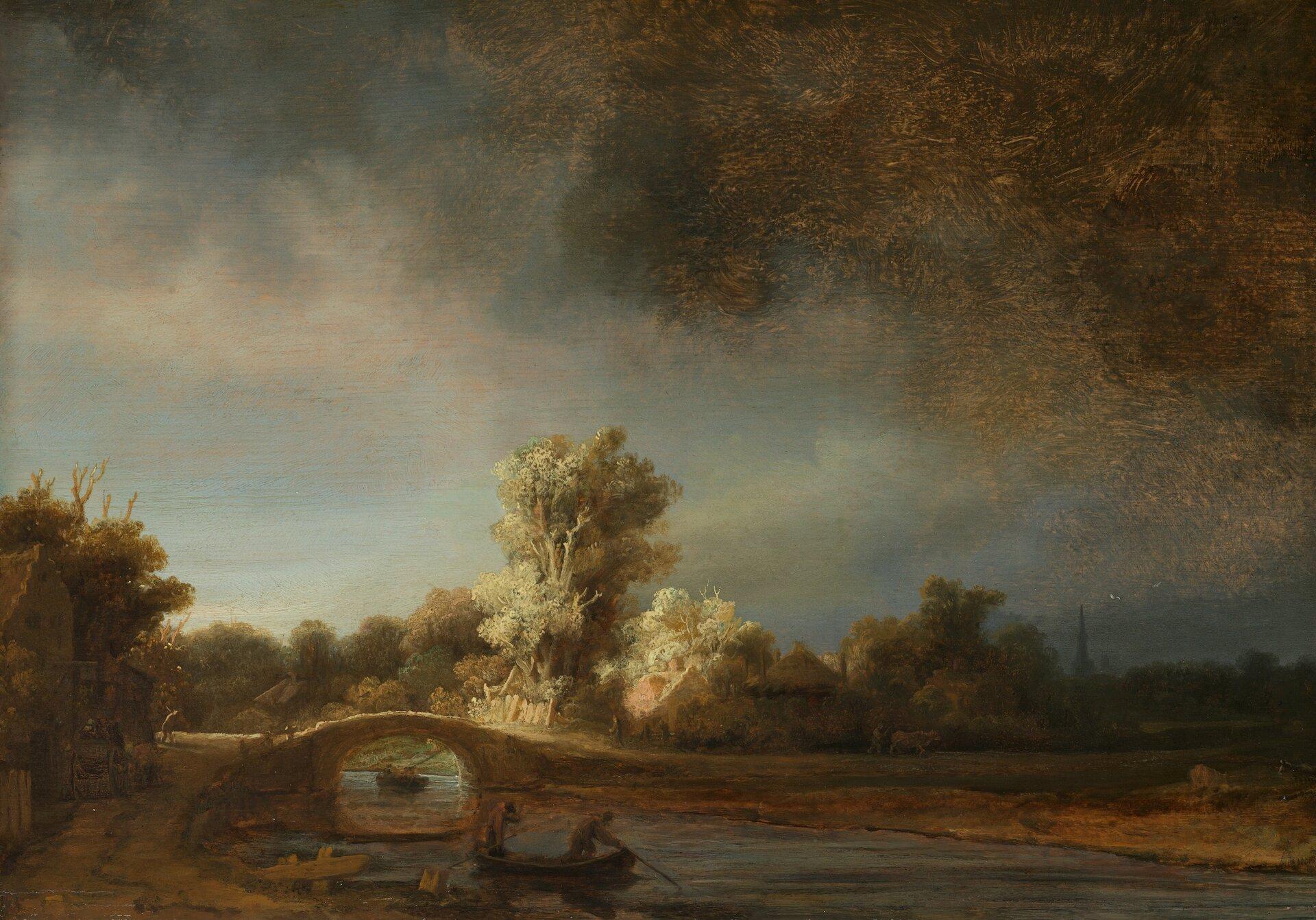 """Ilustracja przedstawia obraz """"Pejzaż zkamiennym mostem"""" autorstwa Rembrandta van Rijnna. Dzieło ukazuje krajobraz zrzeką imostem. Nad pejzażem góruje ciężkie, mroczne niebo zciemną chmurą po prawej stronie obrazu. Na pierwszym planie znajduje się łódka zdwoma postaciami, unosząca się na wodzie. Dalej, namalowany jest mostek, za którym wyłaniają się zmrocznego pejzażu, ciepło oświetlone zabudowania małych domków pośród drzew. Artysta przy pomocy światła buduje nastrój obrazu. Pejzaż utrzymany jest wwąskie, ciemnej tonacji kolorów. Dominują tutaj beże, ugry, zielenie izbrudzone błękity. Dzieło wykonane jest wtechnice olejnej na dębowej desce."""