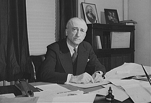 Sekretarz stanu USA James Byrnes Źródło: Farm Security Administration - Office of War Information, Sekretarz stanu USA James Byrnes, Biblioteka Kongresu Stanów Zjednoczonych, domena publiczna.