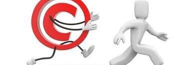 Ilustracja przedstawiająca symbol oznaczający prawa autorskie biegnący za postacią człowieka