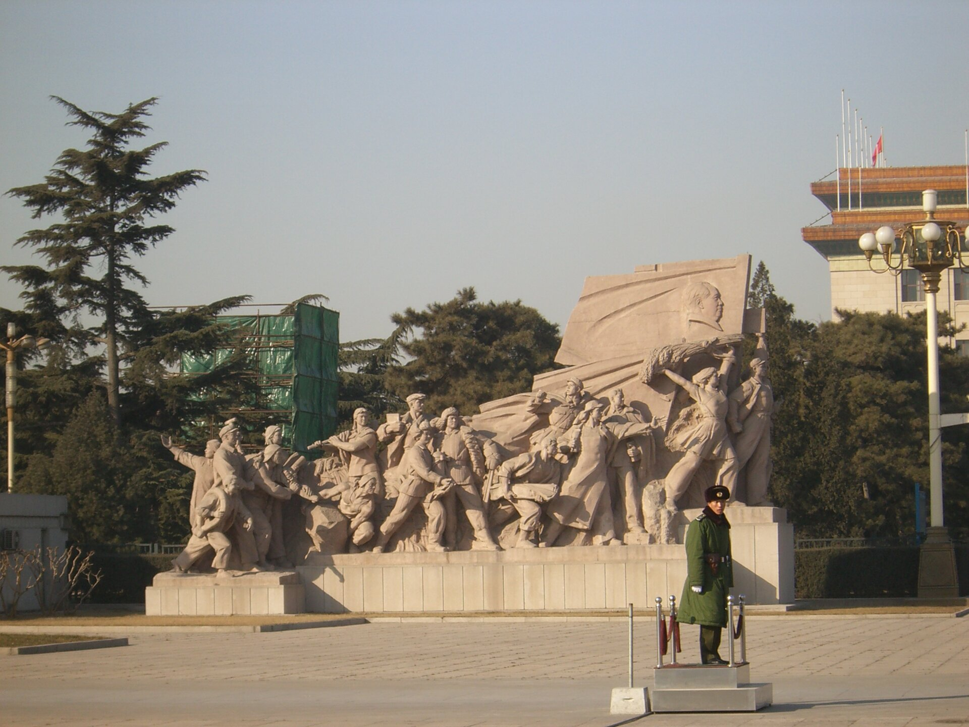 Mauzoleum Mao Źródło: Diego Delso, Mauzoleum Mao, 2006, Fotografia, Wikimedia Commons, licencja: CC BY-SA 3.0.