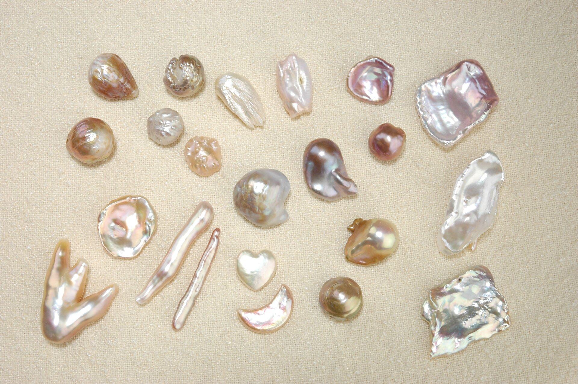 Perły oróżnorodnych kształtach Perły oróżnorodnych kształtach Źródło: licencja: CC 0 1.0.