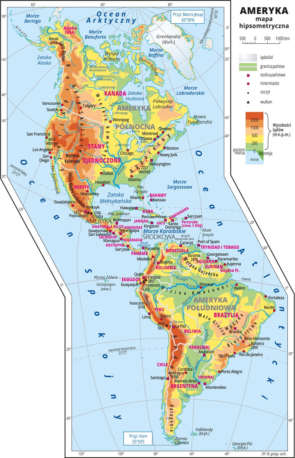 Ilustracja przedstawia mapę hipsometryczną Ameryki. Wobrębie lądów występują obszary wkolorze zielonym, żółtym, pomarańczowym iczerwonym. Na zachodnich wybrzeżach dominują pasma górskie oprzebiegu południkowym. Rozległe niziny wzdłuż największych rzek. Morza zaznaczono kolorem niebieskim. Na mapie opisano nazwy półwyspów, wysp, nizin, wyżyn ipasm górskich, mórz, zatok, rzek ijezior. Oznaczono iopisano stolice igłówne miasta. Opisano nazwy państw. Oznaczono czarnymi kropkami iopisano szczyty górskie. Trójkątami oznaczono czynne wulkany ipodano ich nazwy iwysokości. Mapa pokryta jest równoleżnikami ipołudnikami. Podano współrzędne geograficzne skrajnych punktów: północ – Przyl. Morris Jesup, 83°39'N, południe – Przyl. Horn, 55°59'S. Dookoła mapy wbiałej ramce opisano współrzędne geograficzne co dwadzieścia stopni. Wlegendzie umieszczono iopisano znaki użyte na mapie.
