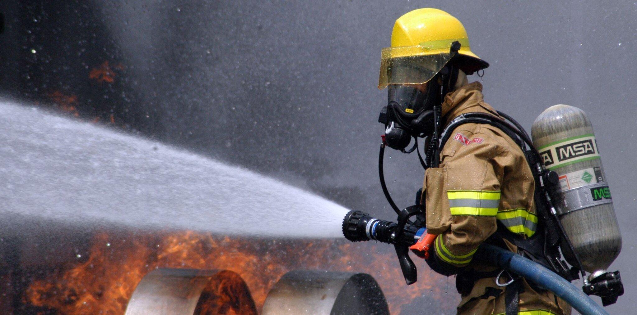 Strażak Strażak Źródło: domena publiczna.