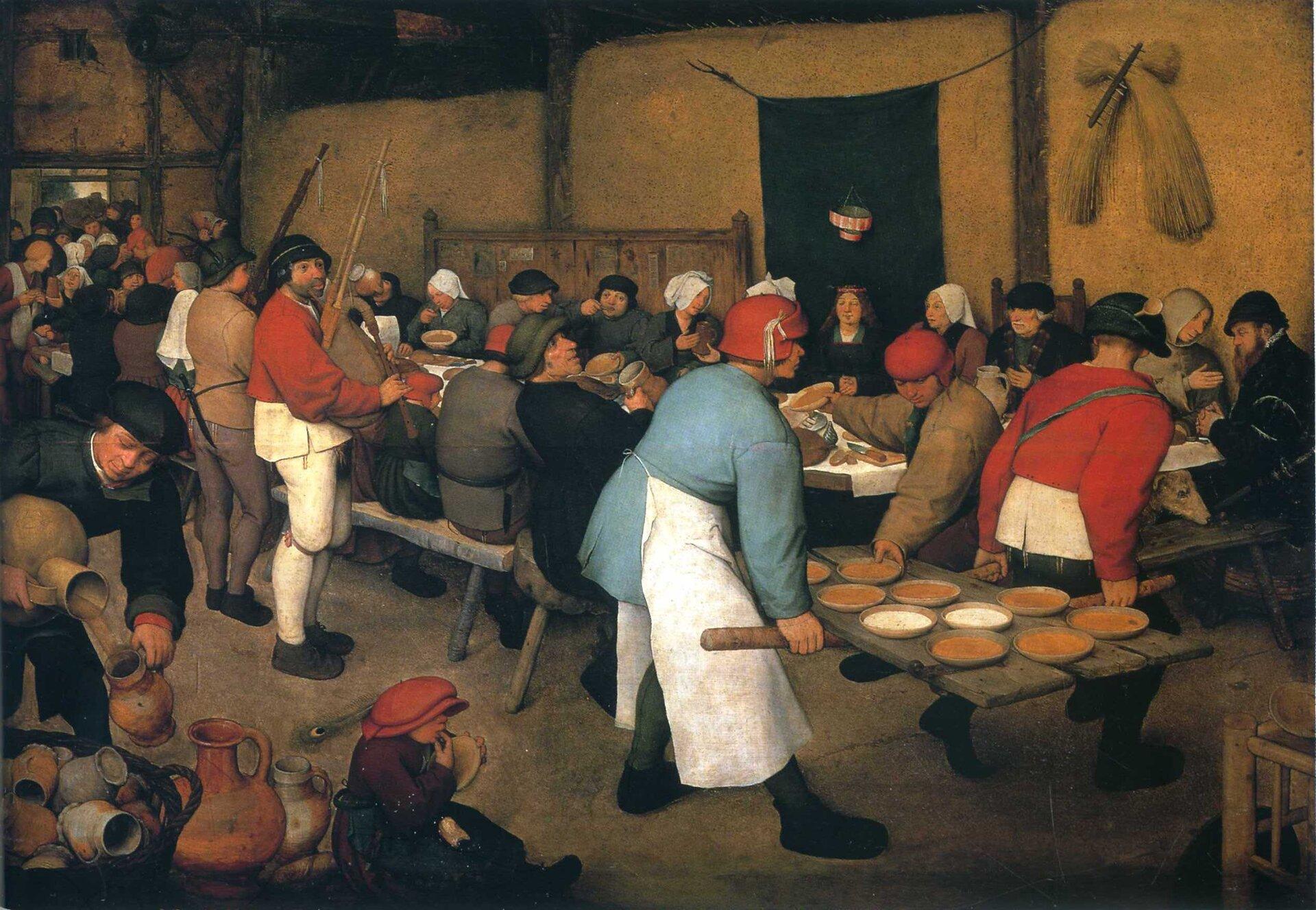 """Ilustracja przedstawia obraz Pietera Bruegela (Starszego) pt. """"Wesele chłopskie"""", Obraz ukazuje przyjęcie, które odbywa się wstodole, na ścianie wiszą snopki siana lub zboża oraz grabie. Przy stole, pod koroną siedzi panna młoda. Pana młodego nie widać. Na pierwszym planie dwaj słudzy niosą na drzwiach talerze zzupą. Wkoło stołów siedzą ludzie trzymają oni łyżki wustach, inni dzierżą kufle przy ustach pijąc piwo. Na pierwszym planie, na dole siedzi dziecko wczerwonym kapturze ioblizuje palce."""