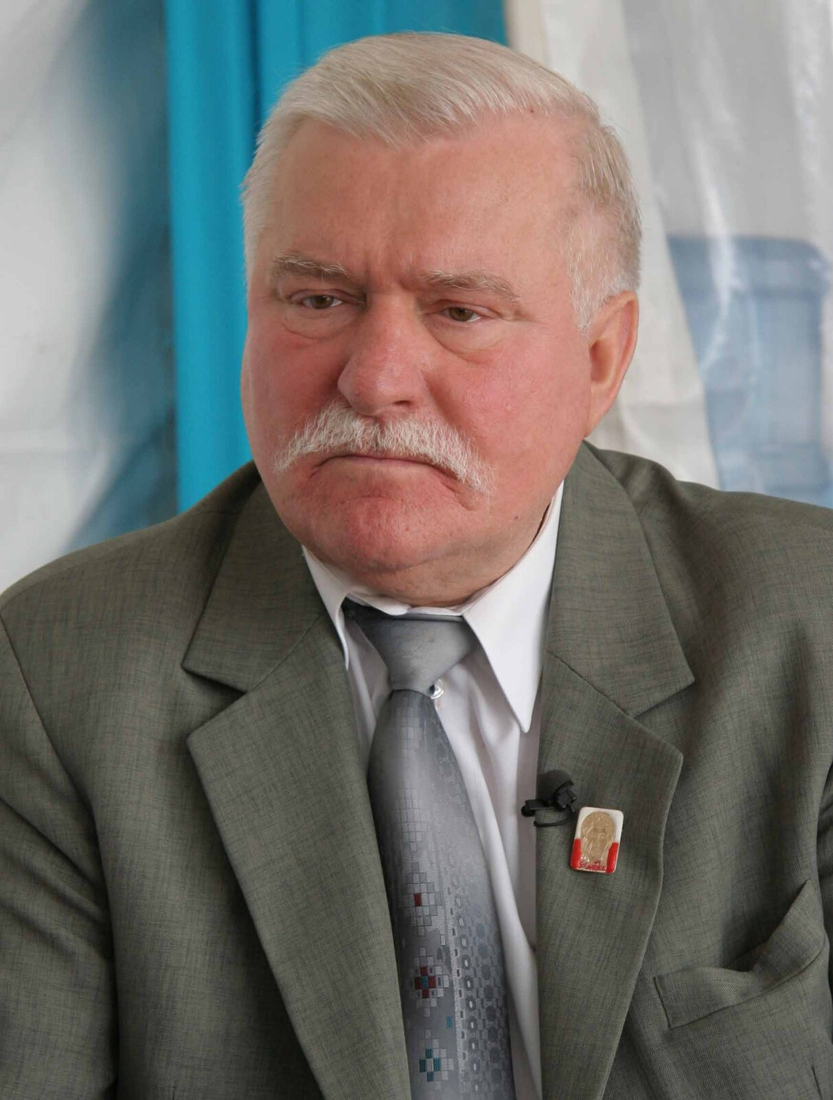 Lech Wałęsa, prezydent RP wlatach 1990–1995 Źródło: MEDEF, Lech Wałęsa, prezydent RP wlatach 1990–1995, licencja: CC BY-SA 2.0.