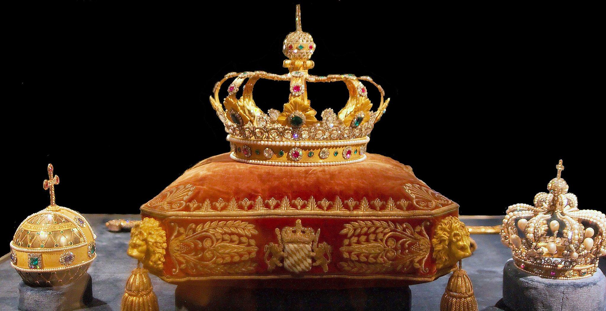 Insygnia władzy królewskiej Insygnia władzy królewskiej Źródło: Matthias Kabel, licencja: CC BY-SA 2.5.