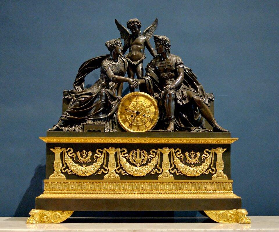 Zegar przedstawiający Marsa iWenus Zegar przedstawiający Marsa iWenus Źródło: Pierre-Philippe Thomire, ok. 1810, Luwr, domena publiczna.