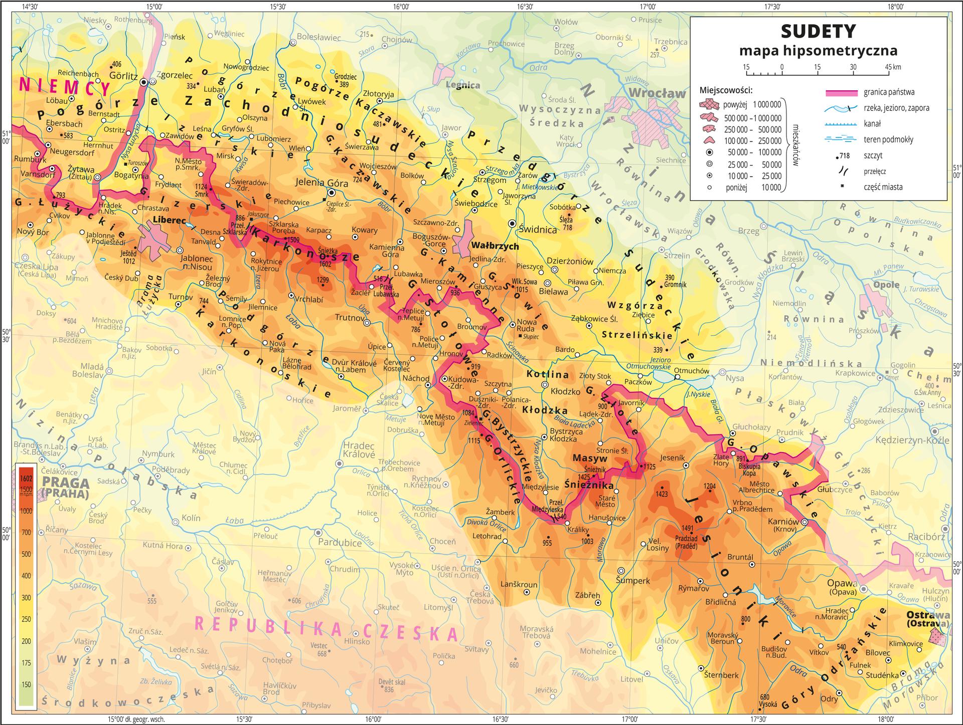 Ilustracja przedstawia mapę hipsometryczną Sudetów, obejmuje fragment Polski, Niemiec, Republiki Czeskiej. Treść niedotycząca Sudetów została zamglona.Na mapie dominuje kolor pomarańczowy obrazujący tereny powyżej czterystu metrów nad poziomem morza. Oznaczono iopisano miasta, rzeki, jeziora iszczyty. Opisano góry ipogórza oraz państwa sąsiadujące zPolską. Czerwoną wstążką zaznaczono granice państw.Dookoła mapy wbiałej ramce opisano współrzędne geograficzne co trzydzieści minut. Wlegendzie opisano znaki użyte na mapie.