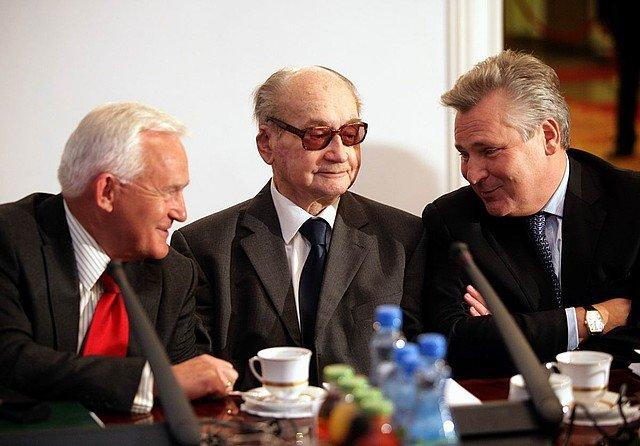 PosiedzenieRady Bezpieczeństwa Narodowego, od lewej: Leszek Miller, Wojciech Jaruzelski, Aleksander Kwaśniewski