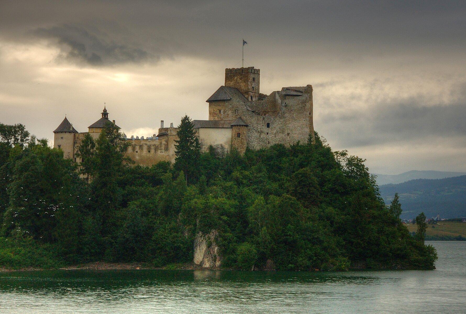 Zamek wNiedzicy Zamek wNiedzicy Źródło: Łukasz Śmigasiewicz, licencja: CC BY-SA 3.0.