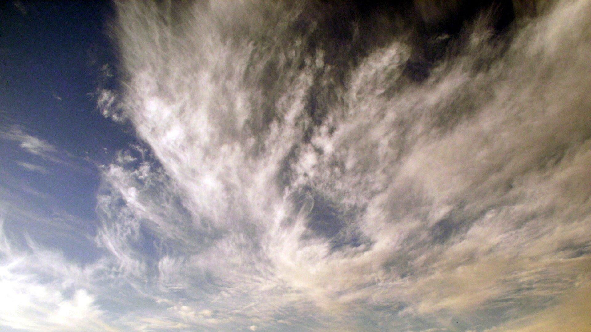 Fotografia chmury typu Cirrostratus