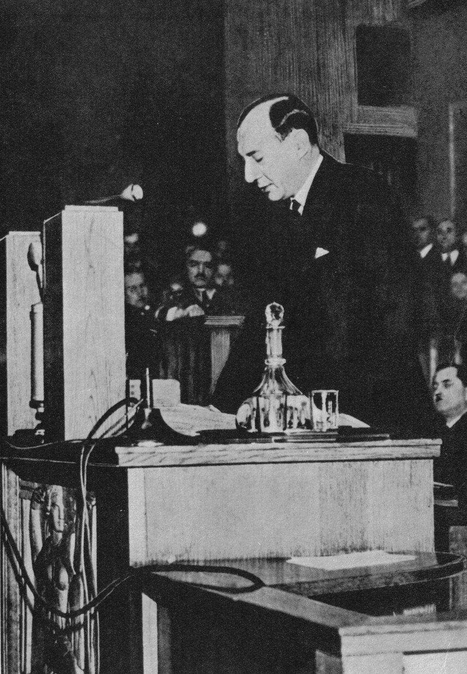Józef Beck podczas przemówienia wsejmie Źródło: Józef Beck podczas przemówienia wsejmie , Fotografia, domena publiczna.