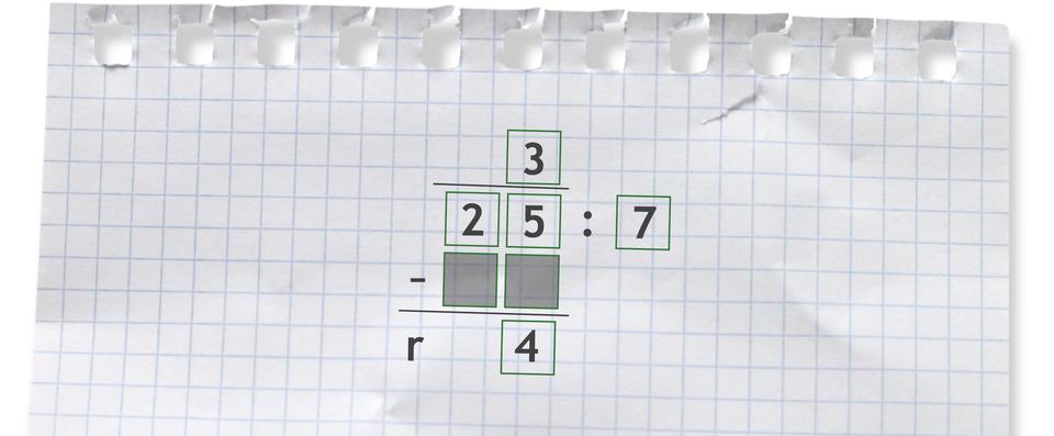 Przykład dzielenia sposobem pisemnym. 25 dzielone przez 7 =3 r4