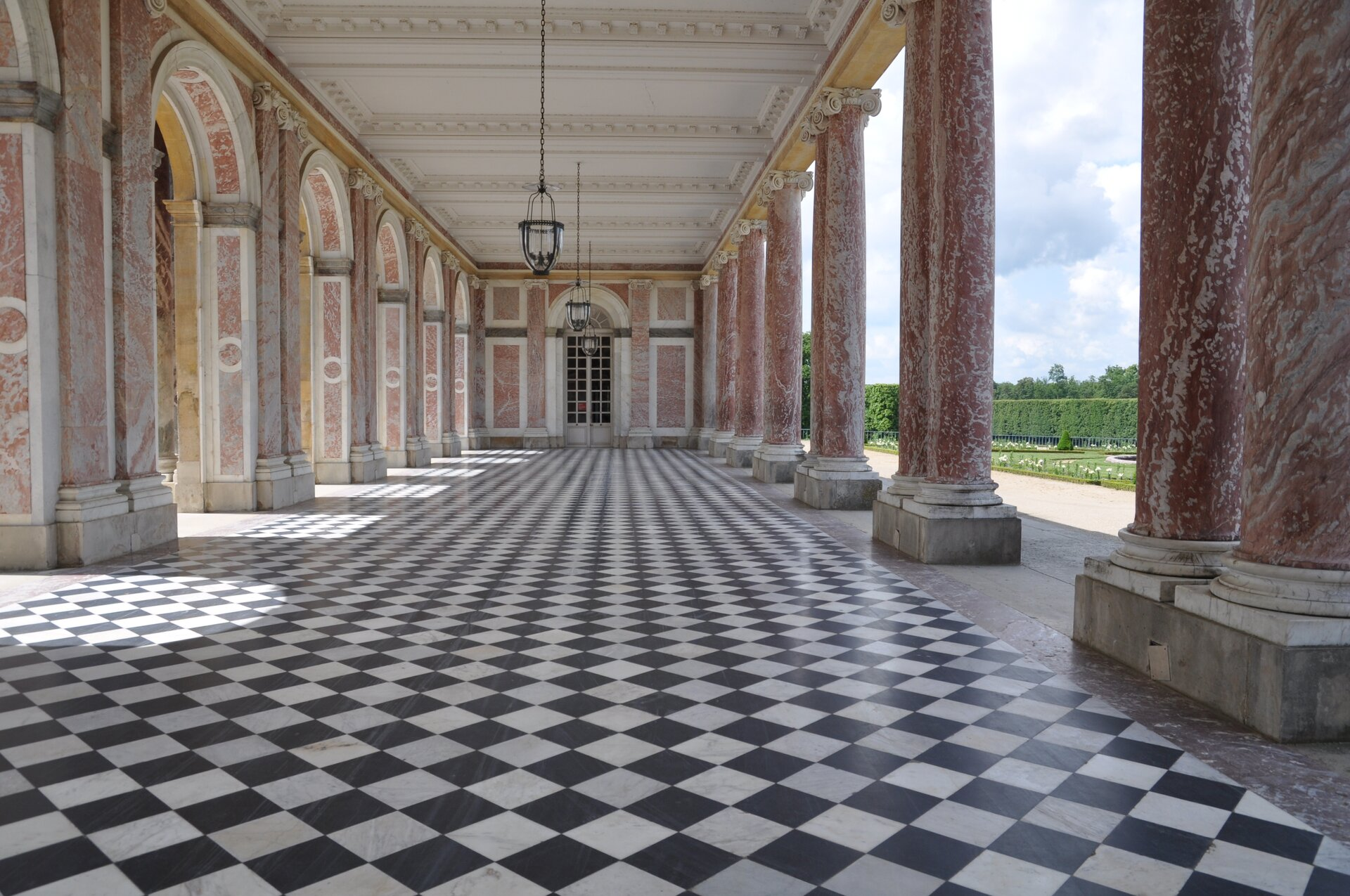 Grand Trianon wWersalu Grand Trianon wWersalu Źródło: Azurfrog, Wikimedia Commons, licencja: CC BY-SA 3.0.