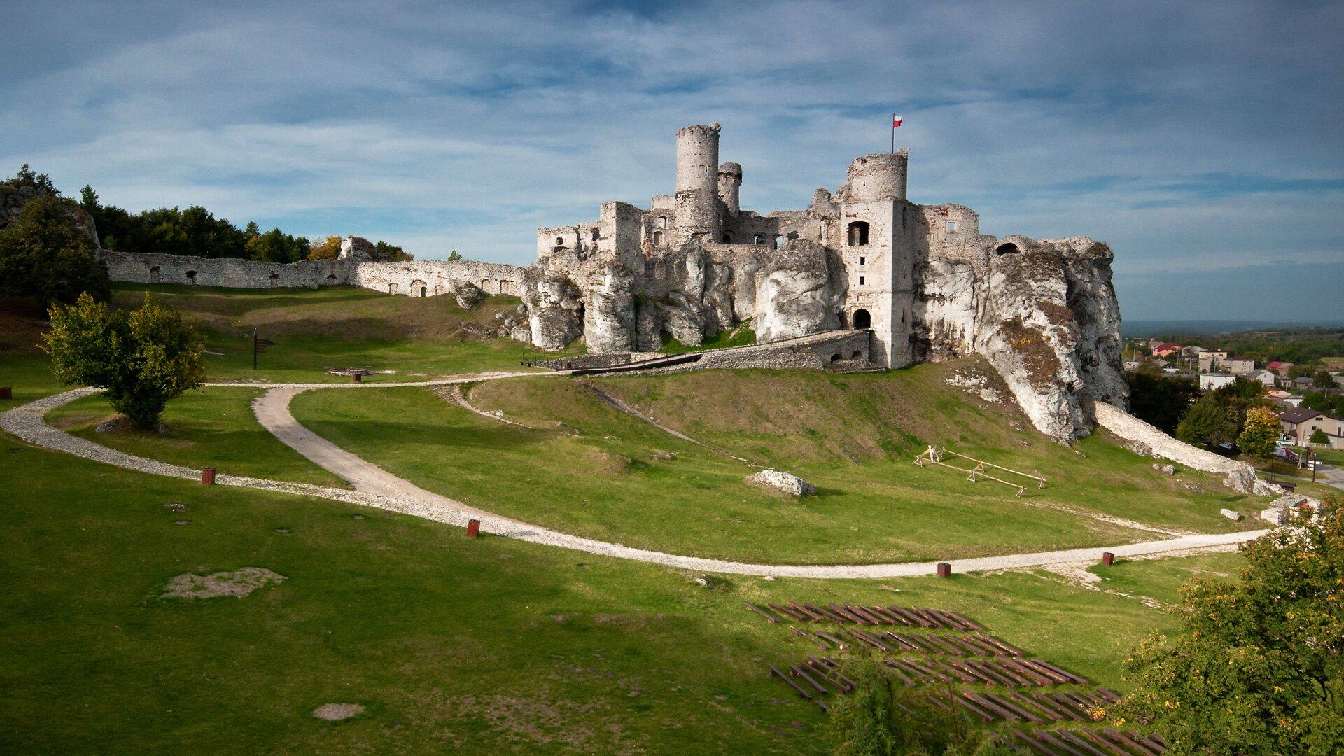 Zamek wOgrodzieńcu Zamek wOgrodzieńcu Źródło: Łukasz Śmigasiewicz, licencja: CC BY-SA 3.0.