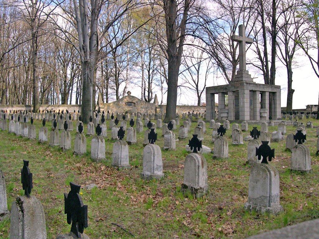 Cmentarz wojskowy wBrzesku Źródło: Sadok, Cmentarz wojskowy wBrzesku, licencja: CC BY-SA 2.5.