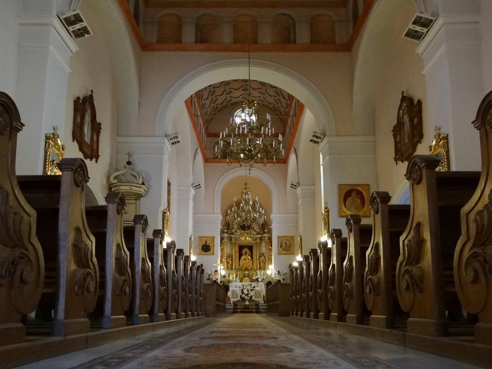 Kościół parafialny wBroku – wnętrze Kościół parafialny wBroku – wnętrze Źródło: Katarinka1711, Wikimedia Commons, licencja: CC BY-SA 3.0.