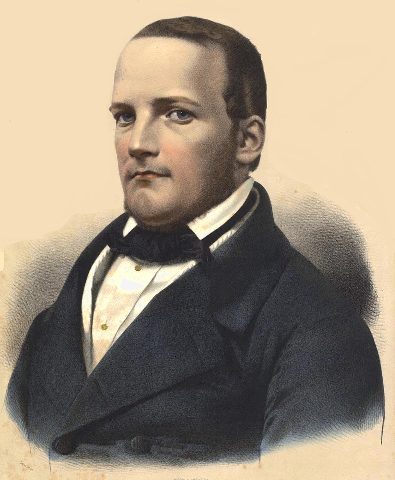 Ilustracja przedstawia portret Stanisława Moniuszko. Mężczyzna wśrednim wieku, wzrok ma skierowany na widza. Moniuszko ma krótkie włosy, ubrany jest wgranatową marynarkę ibiałą koszulę. Kompozytor ma charakterystyczny głęboki dołek wbrodzie.