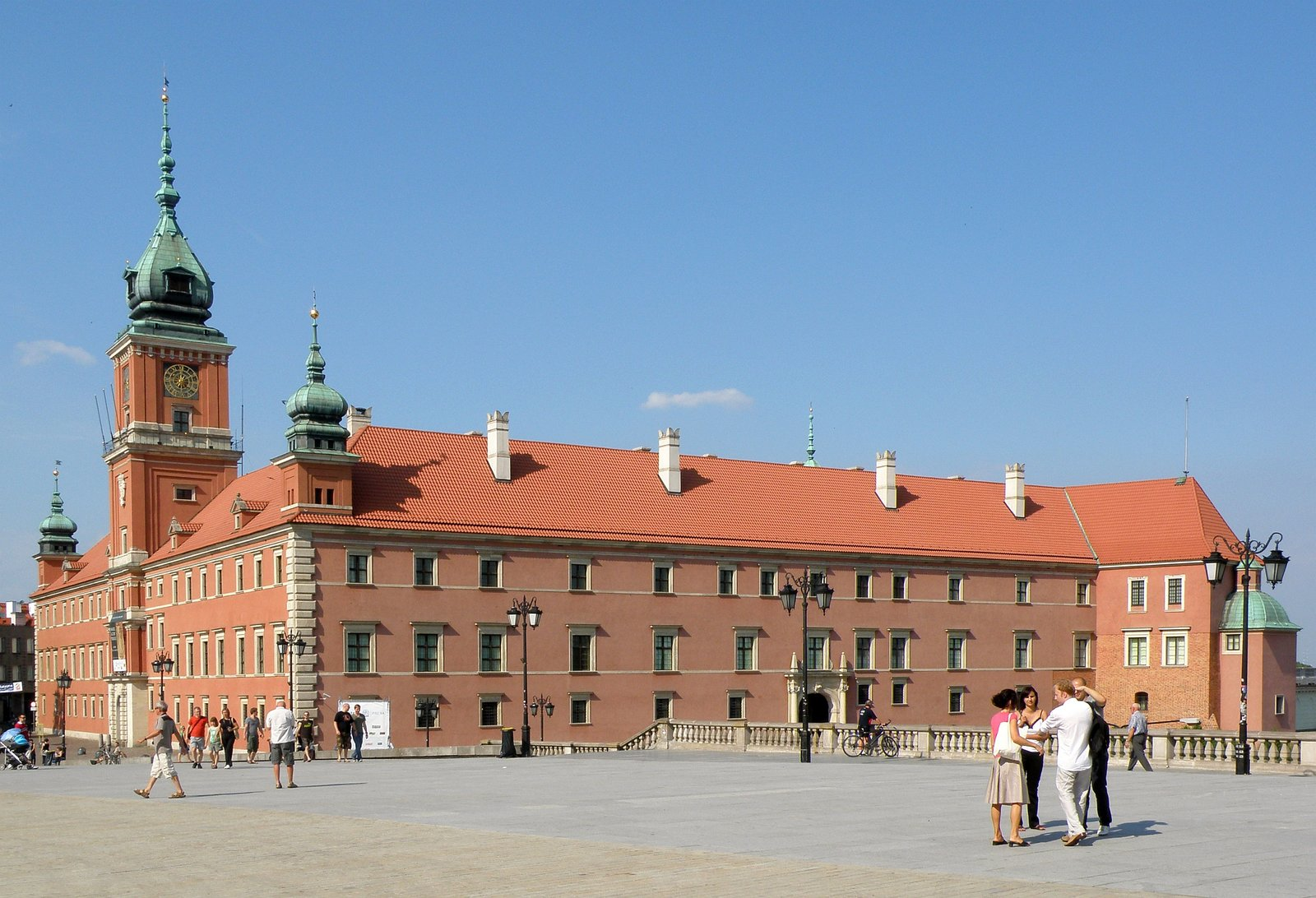 zdjęcie przedsatwia zamek królewski wWarszawie