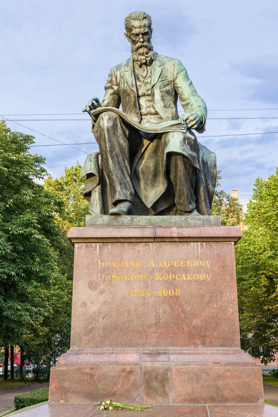 Ilustracja przedstawia pomnik Nikołaja Rimskiego-Korsakowa – rosyjski kompozytor epoki romantyzmu.