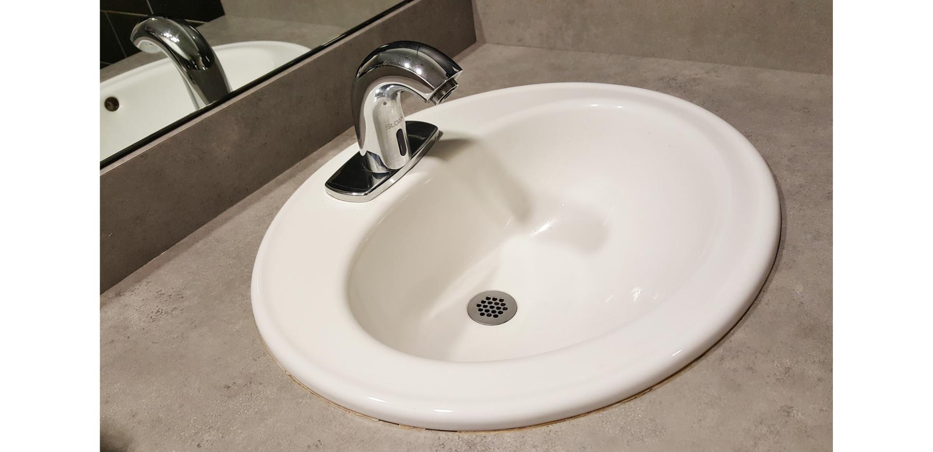 Ilustracja przedstawia umywalkę.