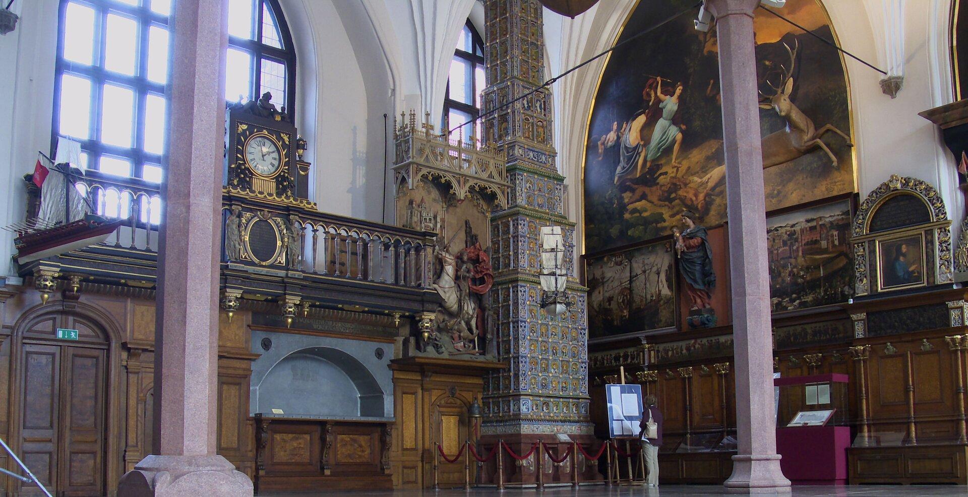 Gdańsk – Dwór Artusa - wnętrze Gdańsk – Dwór Artusa - wnętrze Źródło: PawełS, Wikimedia Commons, licencja: CC BY-SA 4.0.